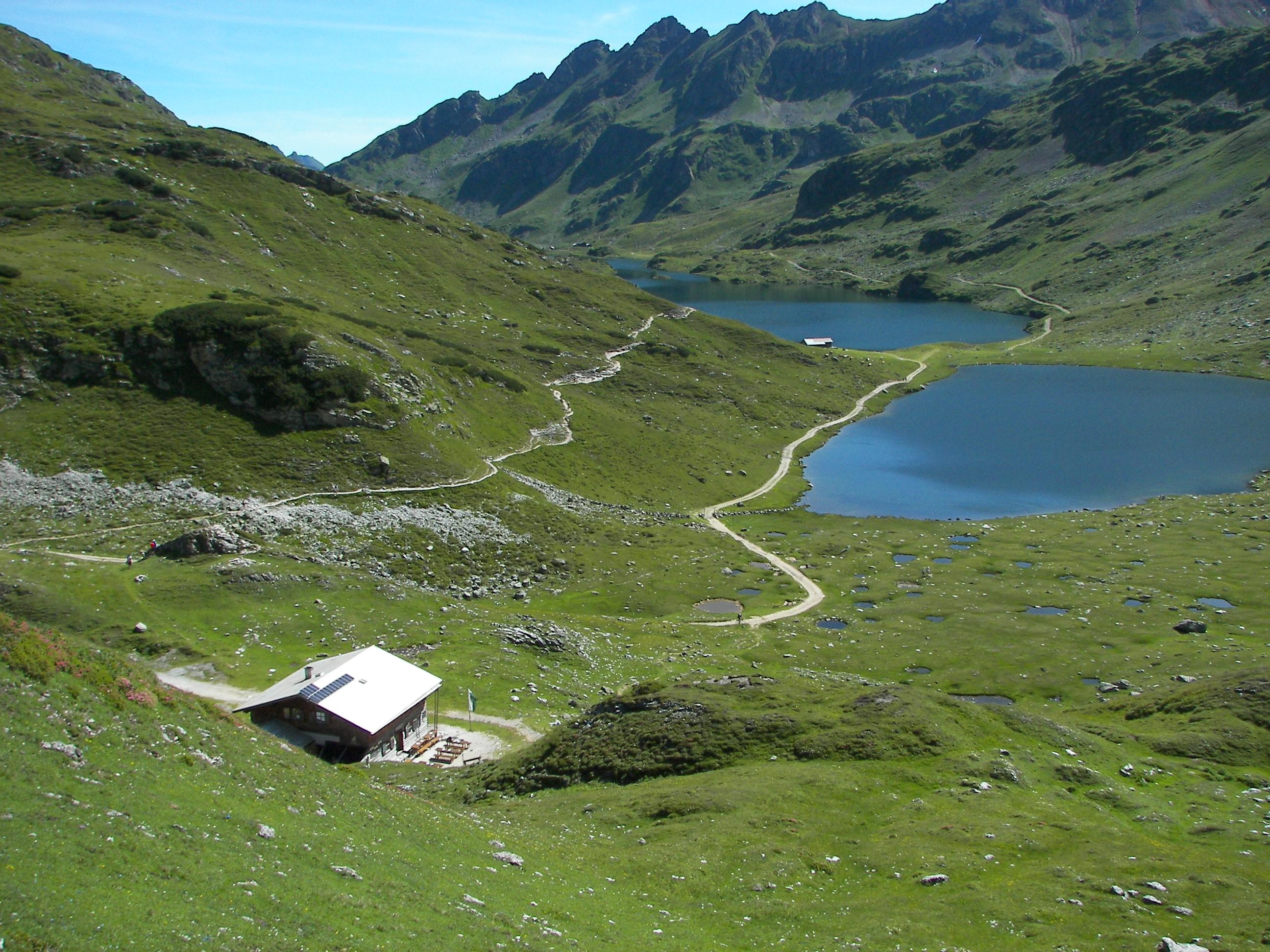 Giglachseehütte mit den Seen